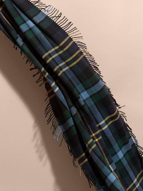 Inchiostro Sciarpa con frange in lana e cashmere con motivo tartan oversize Inchiostro - cell image 3