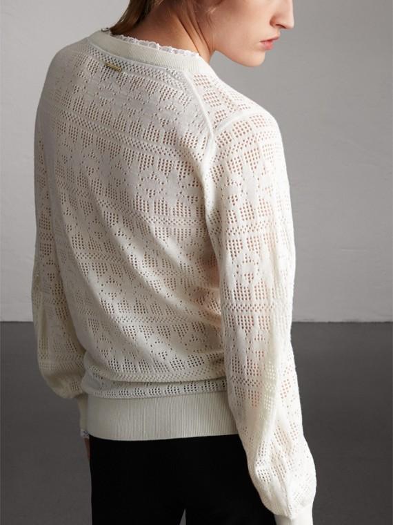 Suéter de lã e cashmere com detalhes em renda e pointelle (Branco Natural) - Mulheres | Burberry - cell image 2