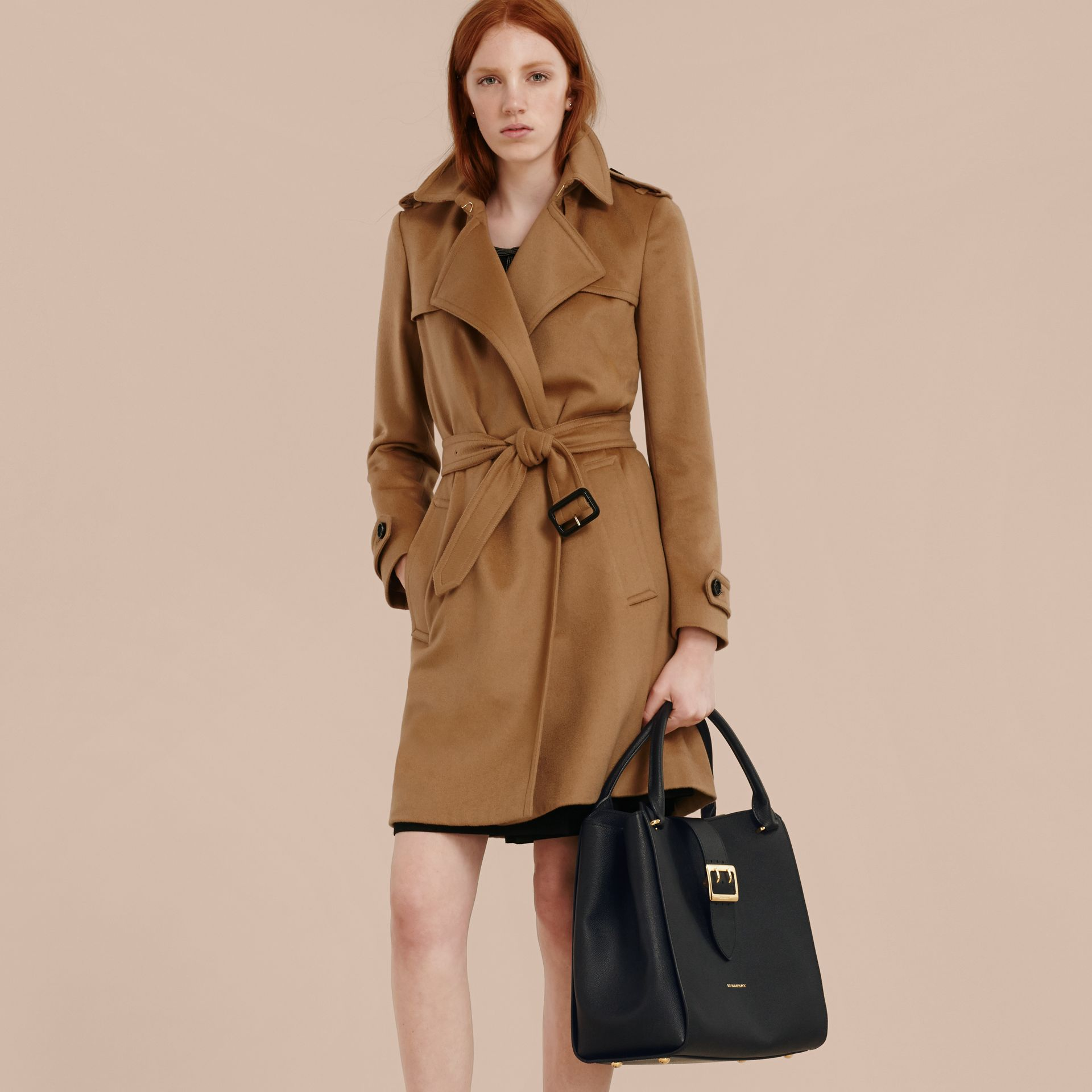 Borsa tote The Buckle grande in pelle a grana (Nero) - Donna | Burberry - immagine della galleria 4