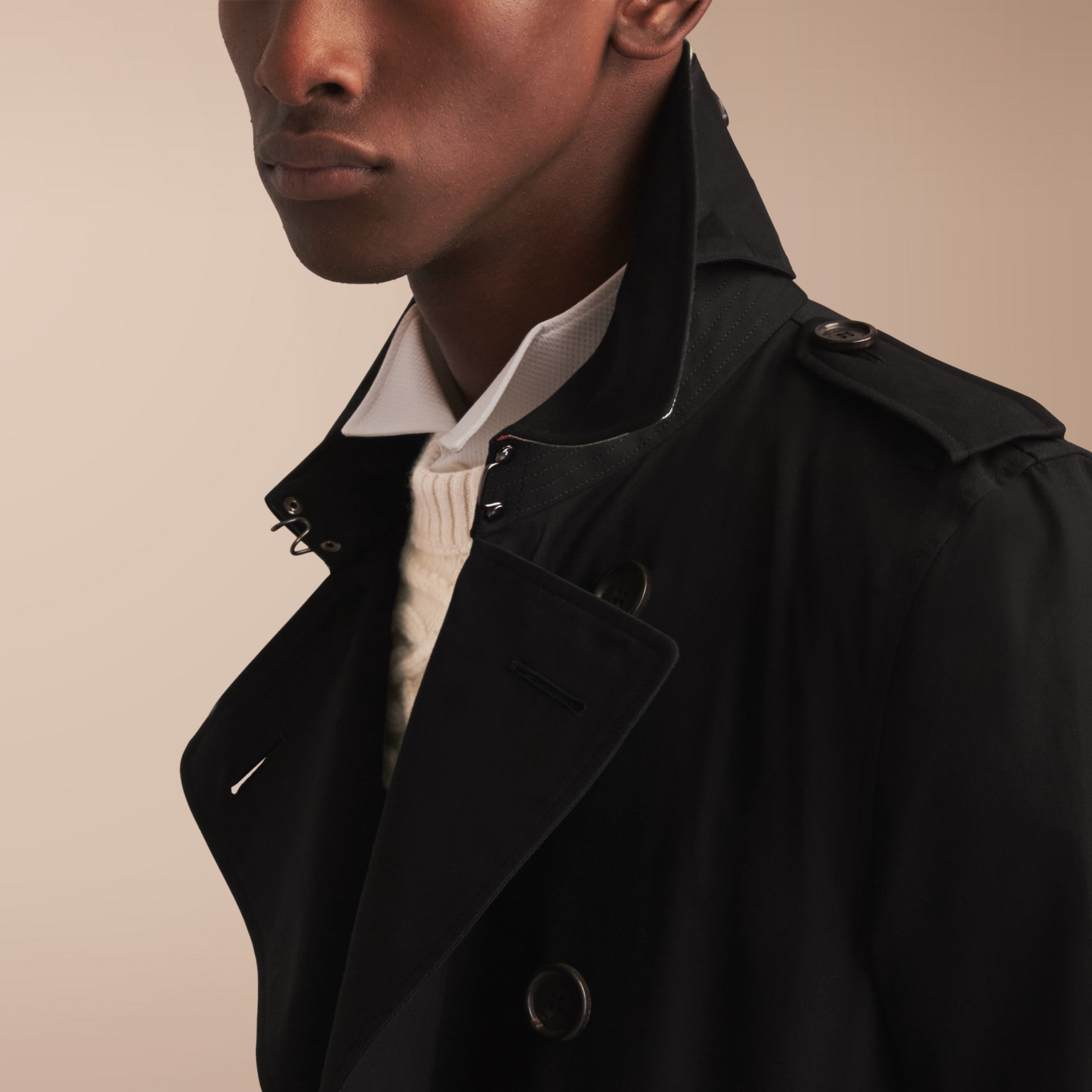 The Kensington – Long Heritage Trench Coat in Black - Men | Burberry - gallery image 6