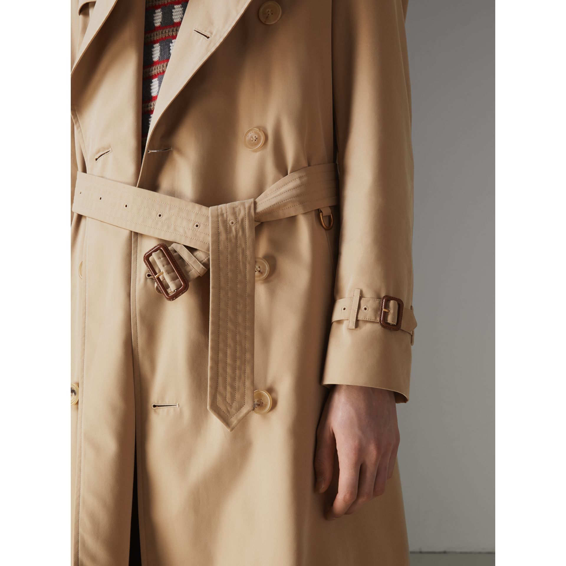 The Long Chelsea Heritage Trench Coat in Honey - Men | Burberry Australia - gallery image 6