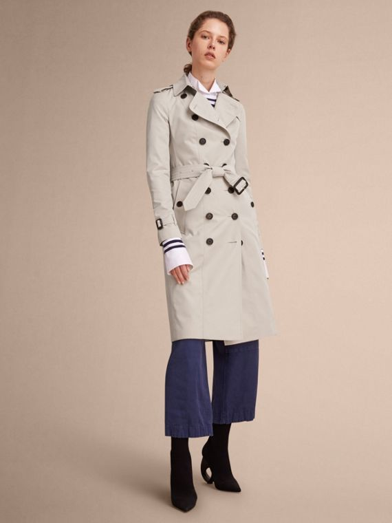 The Sandringham – Extra-long Heritage Trench Coat in Stone - Women | Burberry