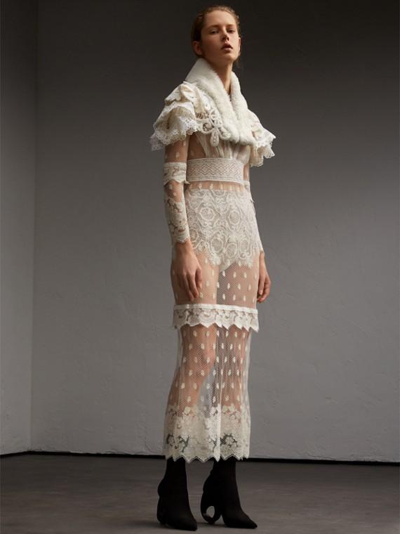 毛絨羊皮衣領蕾絲小披肩