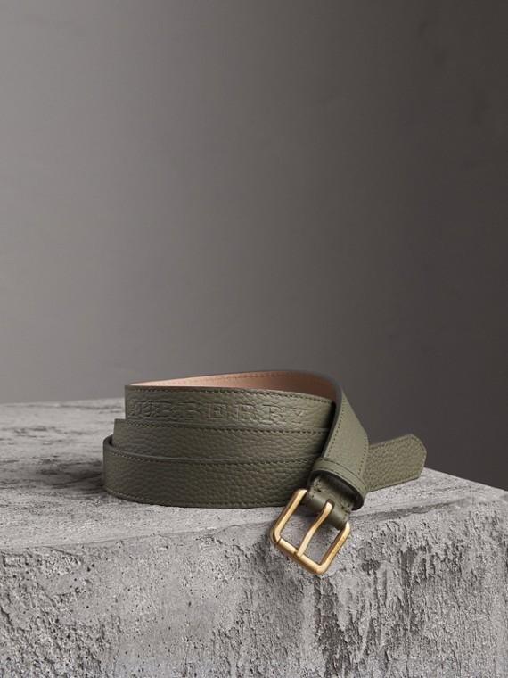 Cinto de couro com detalhes em relevo (Verde Ardósia)
