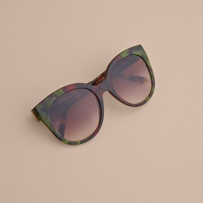 Sale Newest Burberry Buckle Detail Cat-eye Frame Sunglasses Get Authentic Cheap Price New Style hd64lo