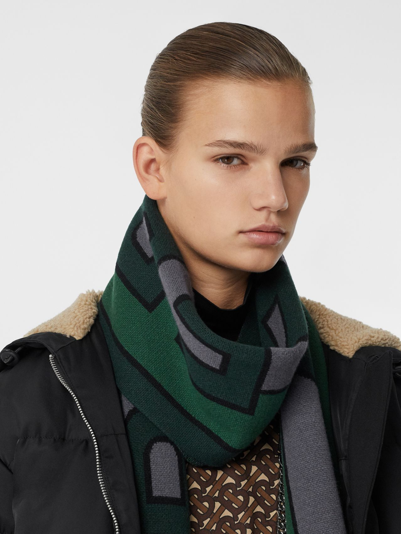 Logo Cashmere Jacquard Scarf in Forest Green