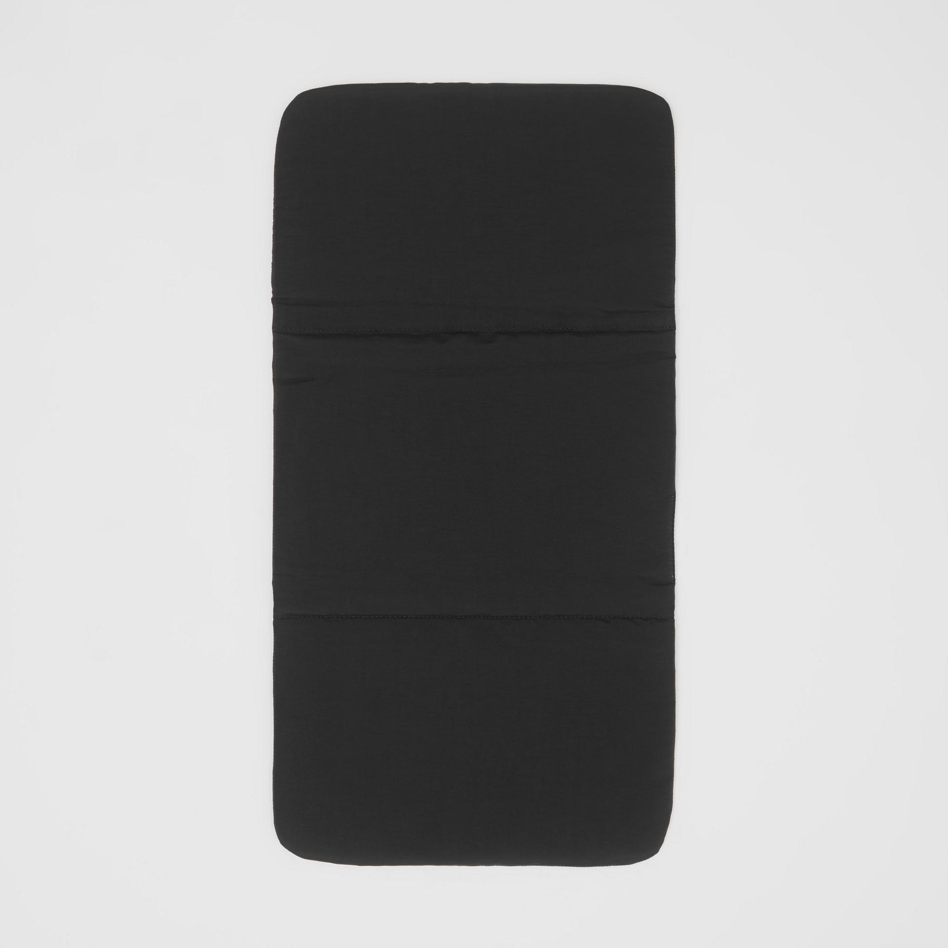レザートリム ナイロン ベイビーチェンジング バックパック (ブラック) - チルドレンズ | バーバリー - ギャラリーイメージ 3
