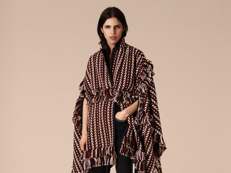 Marrone ruggine Cappotto a mantella con frange in lana e seta - cell image 4
