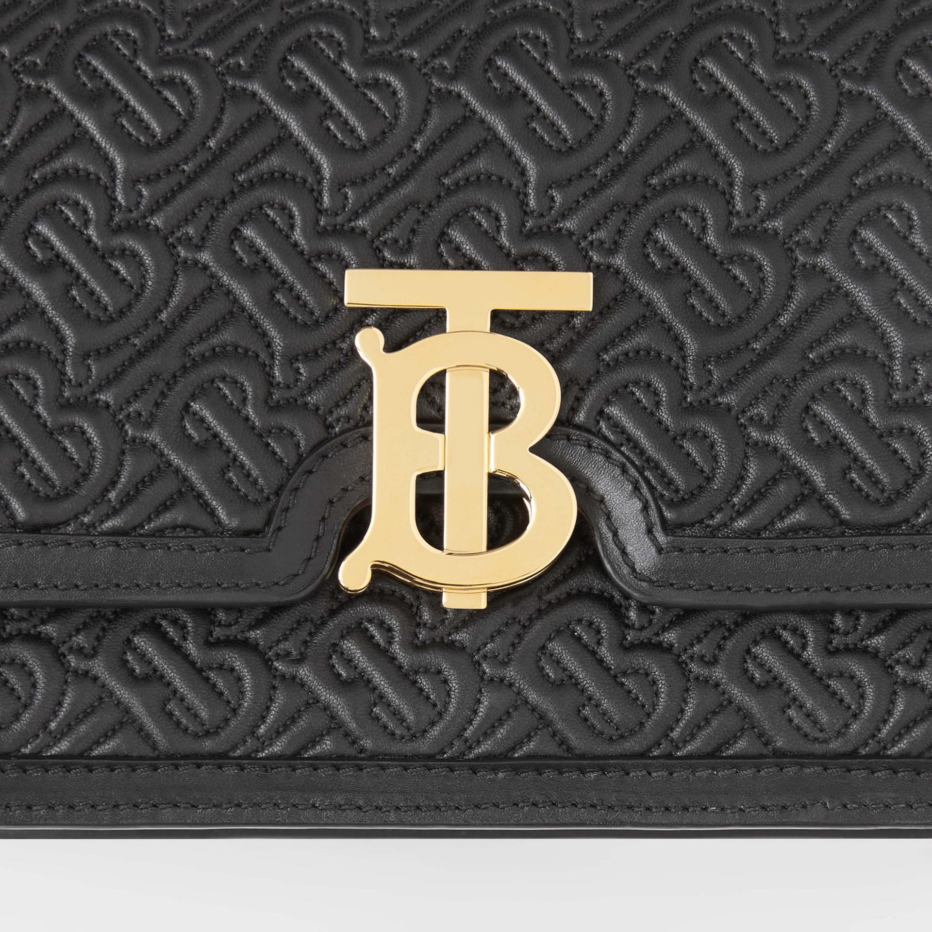 Bolsa TB de couro de cordeiro com monograma - Pequena (Preto) - Mulheres | Burberry - galeria de imagens 1