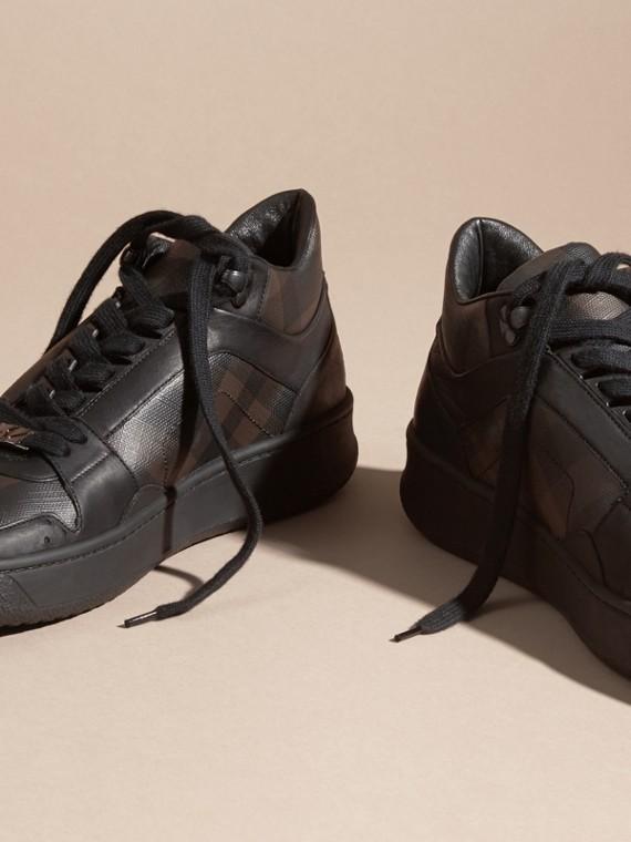 Check chocolat fumé Sneakers en cuir et tissu London check Chocolat Fumé - cell image 2