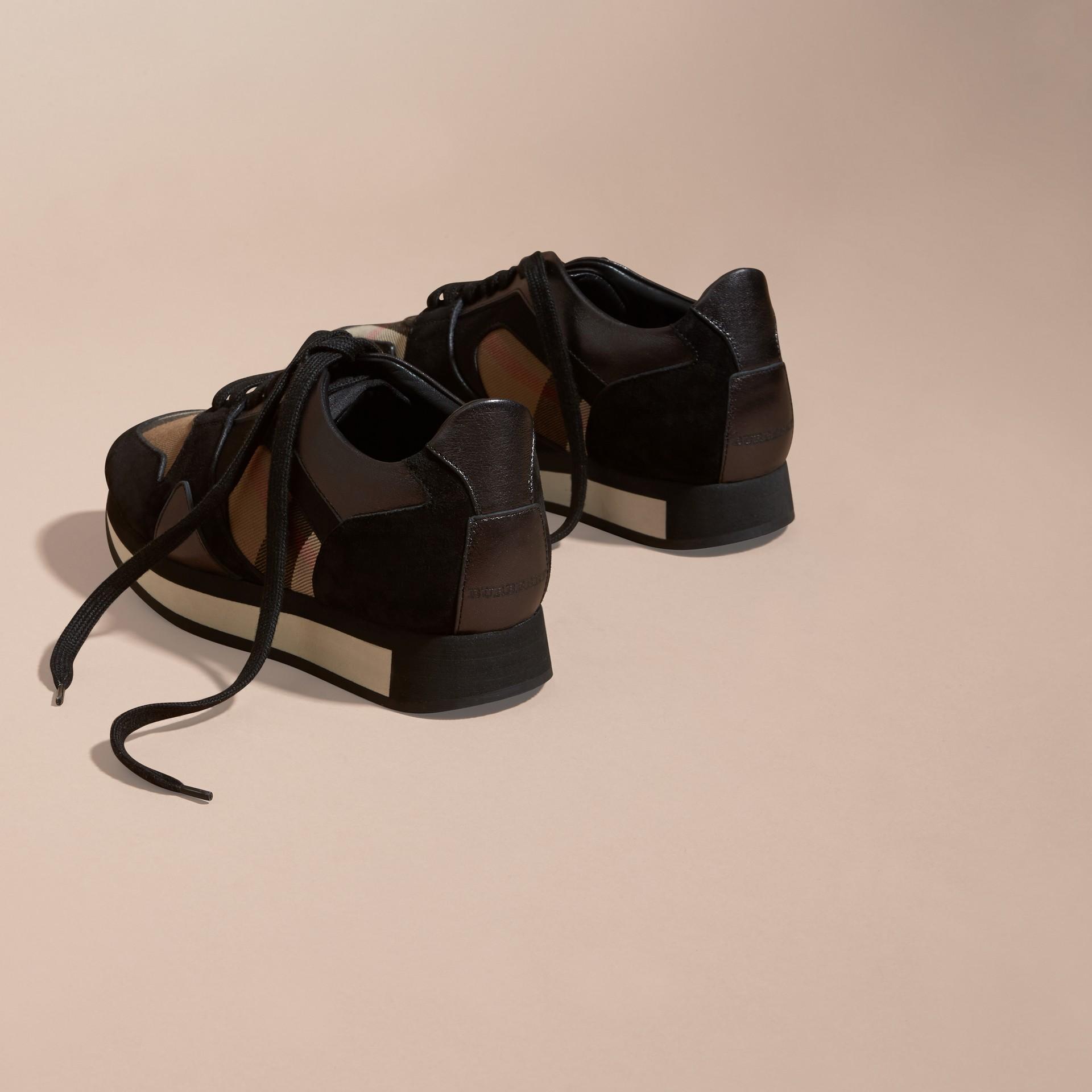 House check/smoke métallisé Field Sneakers en tissu à motif House check, cuir velours et cuir - photo de la galerie 4