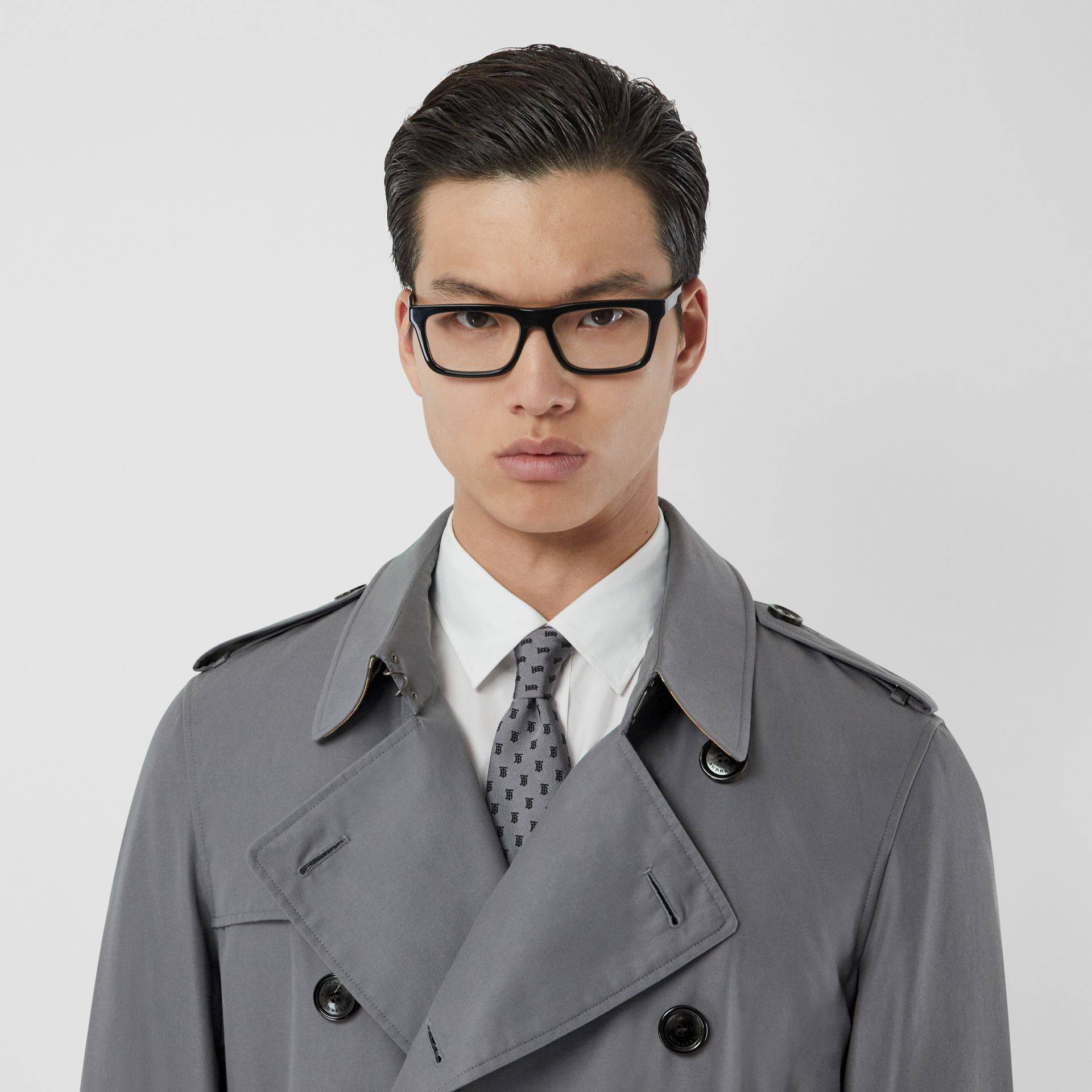 The Long Chelsea Heritage Trench Coat in Mid Grey - Men | Burberry United States - gallery image 1