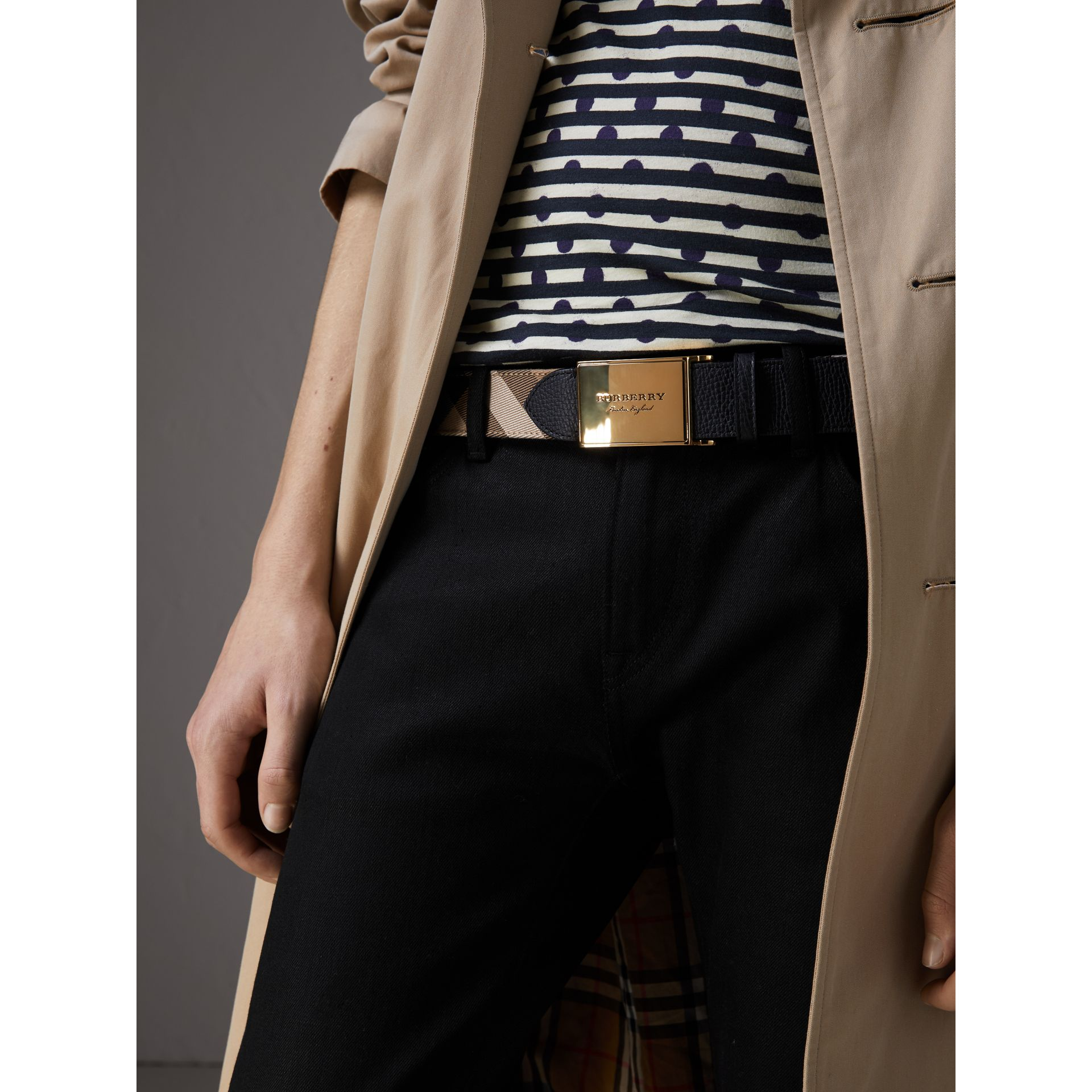 Plaque Buckle House Check and Leather Belt in Black - Men | Burberry Hong Kong - gallery image 2