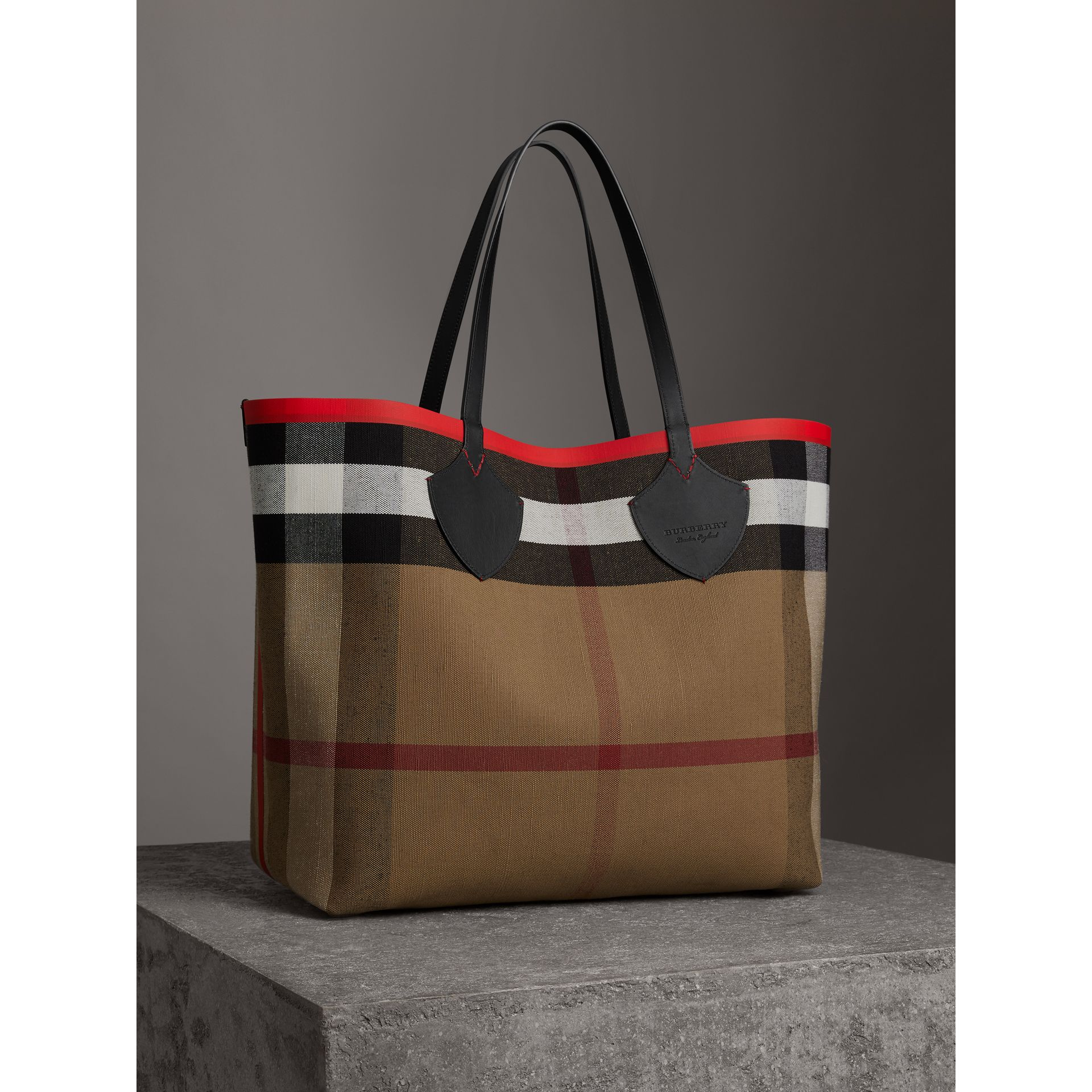 The Giant Reversible Tote in Canvas Check and Leather in Military Red/classic | Burberry Australia - gallery image 4