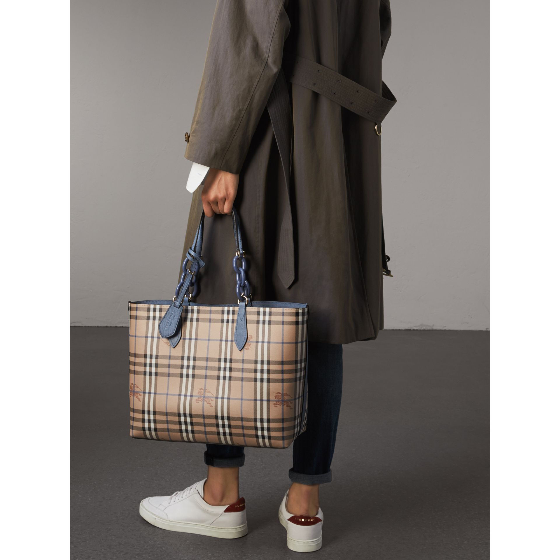 The Medium Reversible Tote with Resin Chain in Slate Blue - Women | Burberry Canada - gallery image 4