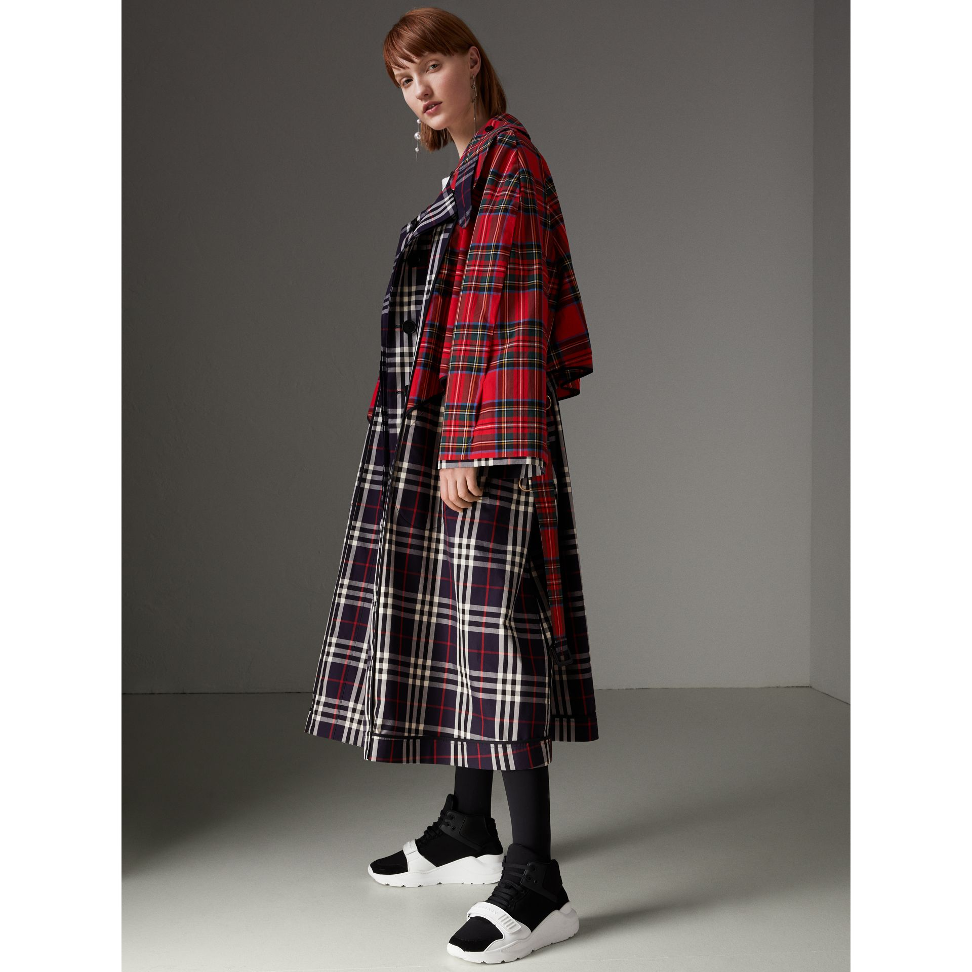 Check and Tartan Cotton Trench Coat in Navy - Women | Burberry United States - gallery image 4