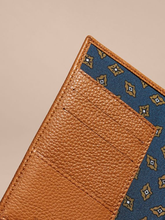 Light toffee Grainy Leather Passport and Card Holder Light Toffee - cell image 3