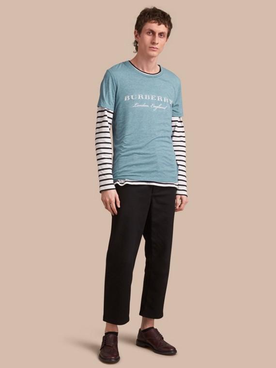 Baumwoll-T-Shirt mit Aufdruck Cyanblau