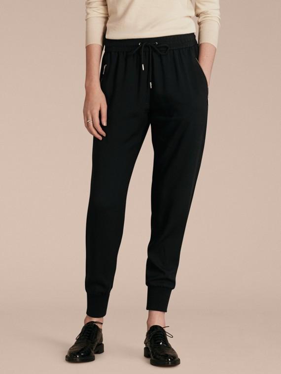 Calças esportivas de malha com zíper nos bolsos Preto