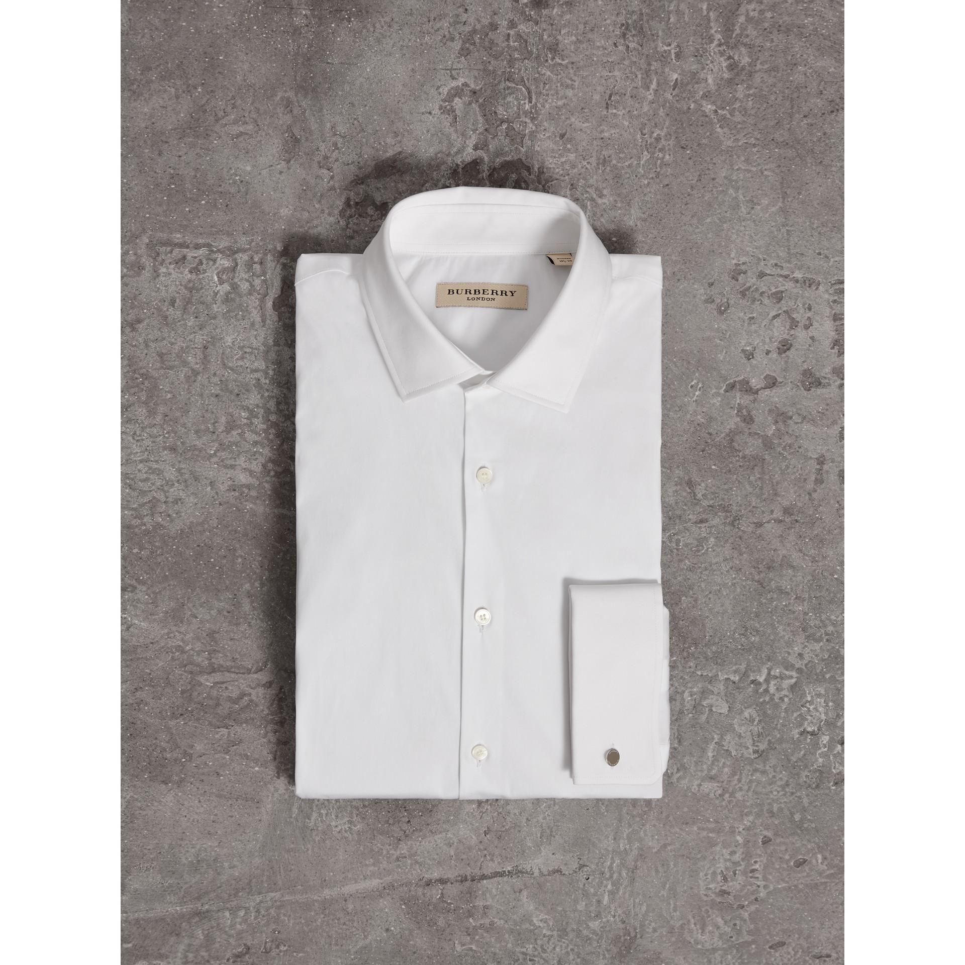 Chemise moderne en coton extensible à poignets mousquetaires (Blanc) - Homme | Burberry - photo de la galerie 4