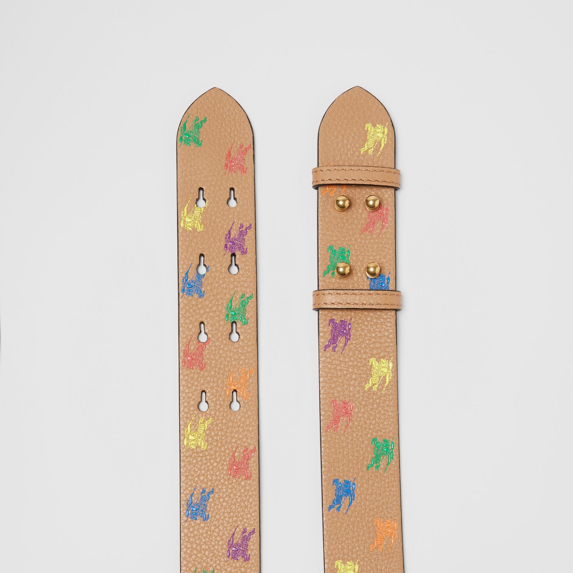Ledergürtel mit Ritteremblem für The Medium Belt Bag (Helles Camelfarben) - Damen | Burberry - Galerie-Bild 2