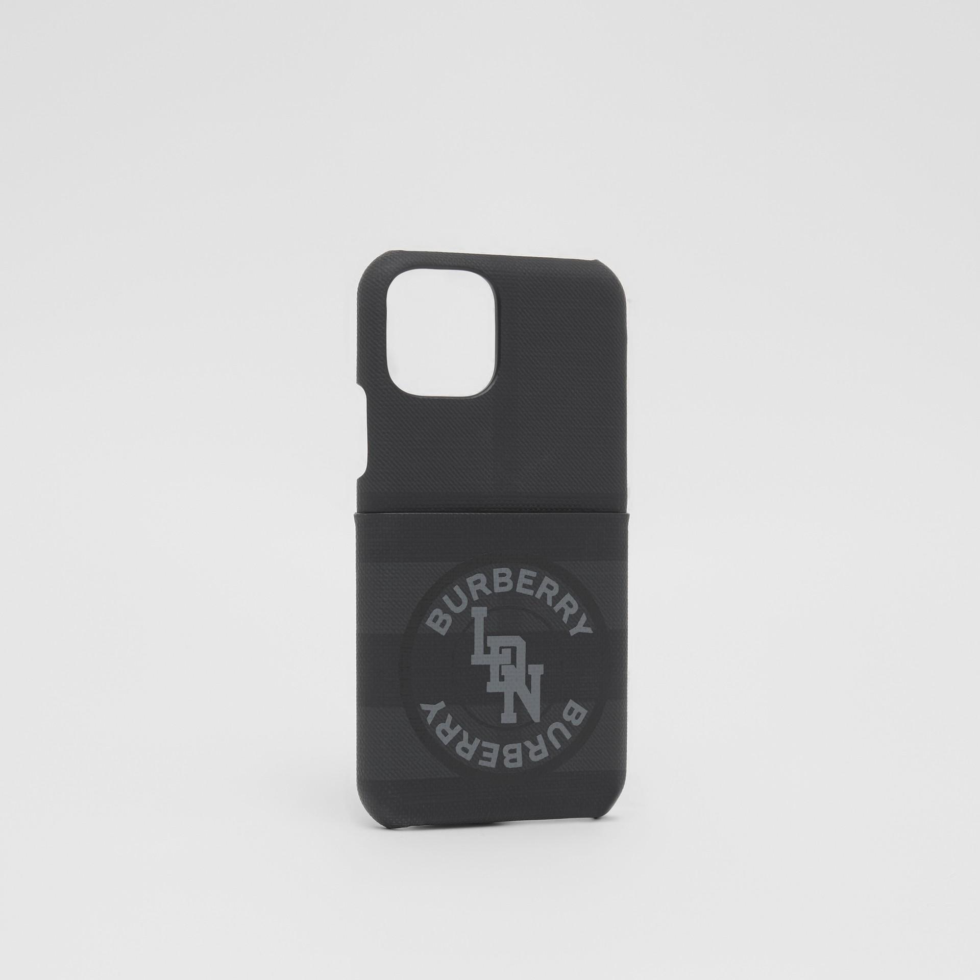로고 그래픽 런던 체크 아이폰 11 프로 케이스 (다크 차콜) - 남성 | Burberry - 갤러리 이미지 2