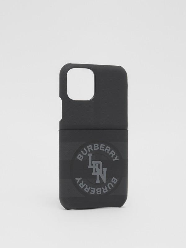 로고 그래픽 런던 체크 아이폰 11 프로 케이스 (다크 차콜) - 남성 | Burberry - cell image 2