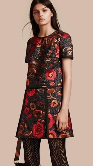 Robe t-shirt à motif floral tissé en jacquard