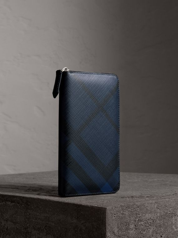 Brieftasche aus London Check-Gewebe mit umlaufendem Reißverschluss (Marineblau/schwarz)