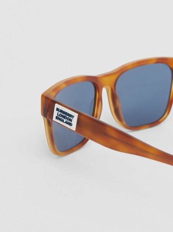 Óculos de sol com armação quadrada e logotipo (Âmbar  Efeito Casco  Tartaruga) - Homens | Burberry - cell image 1