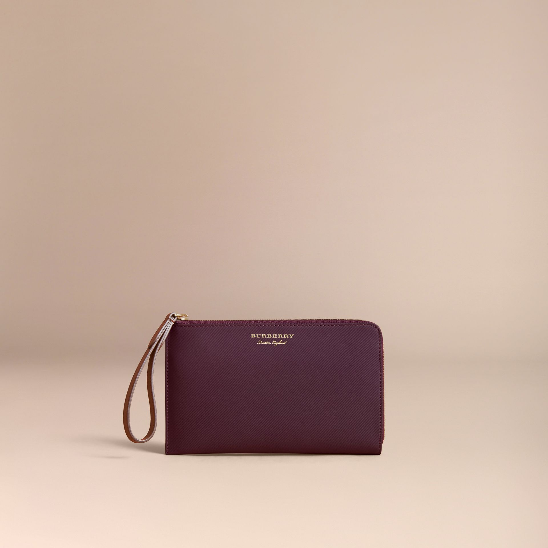 Two-tone Trench Leather Travel Wallet in Wine - Men | Burberry Hong Kong - gallery image 5