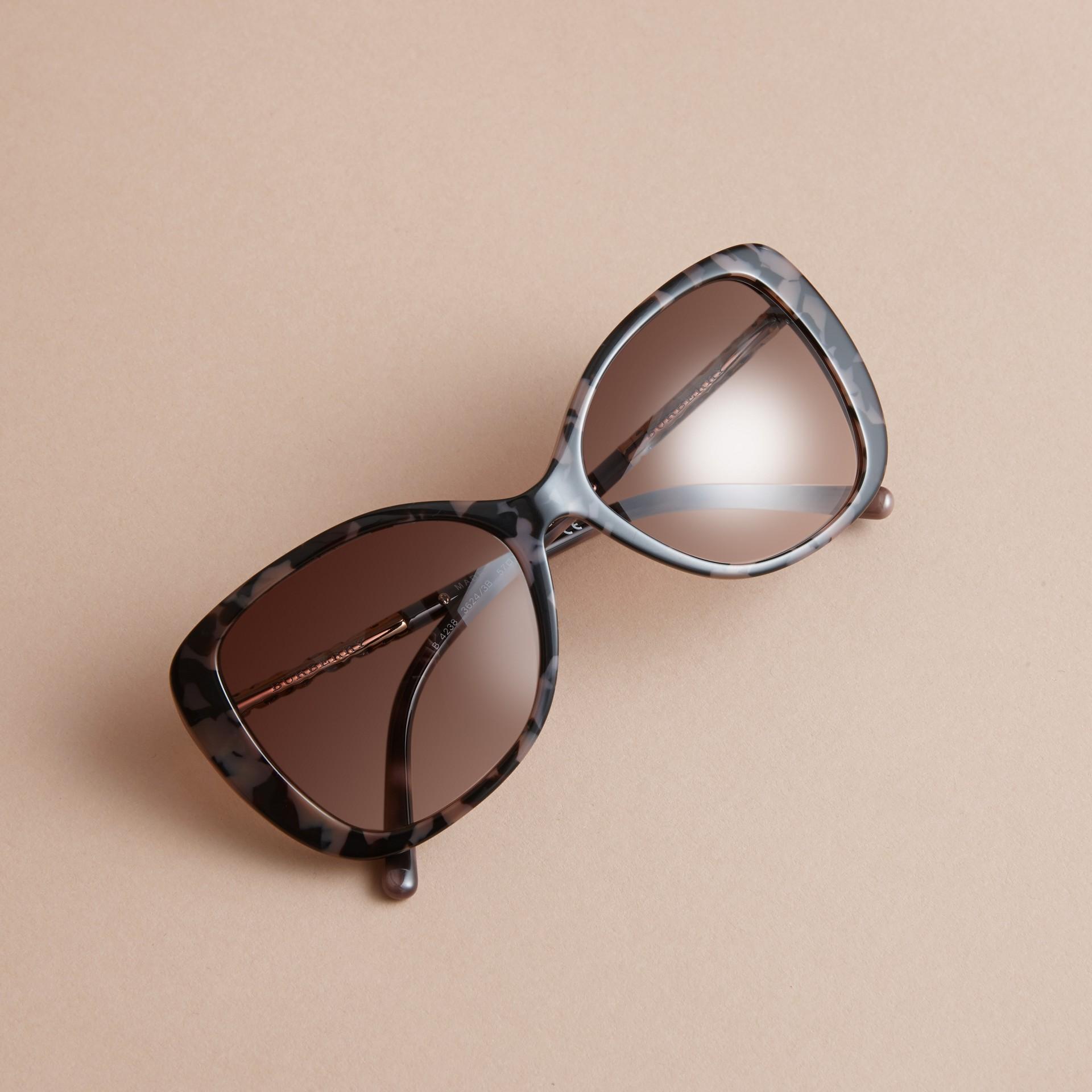 Check Detail Butterfly Frame Sunglasses Tortoiseshell - gallery image 3
