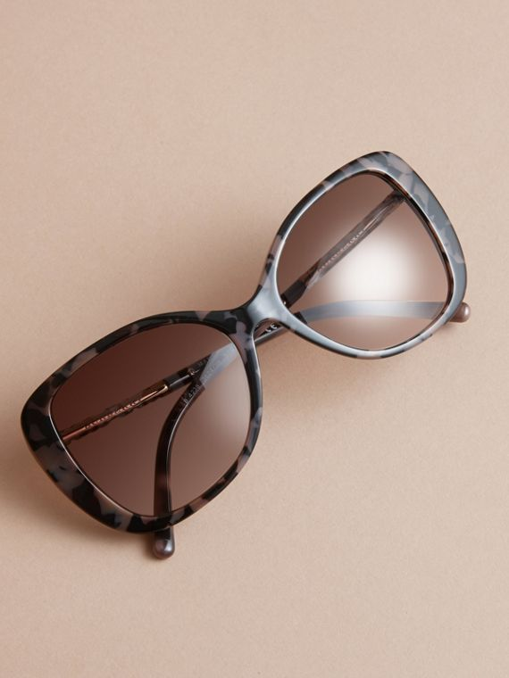 Check Detail Butterfly Frame Sunglasses in Tortoiseshell - cell image 2