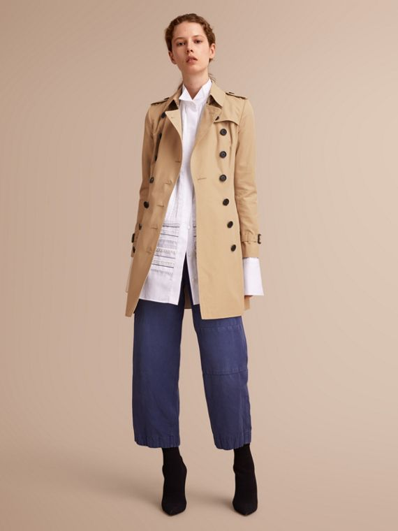 The Chelsea – Mid-length Heritage Trench Coat in Honey - Women | Burberry Australia