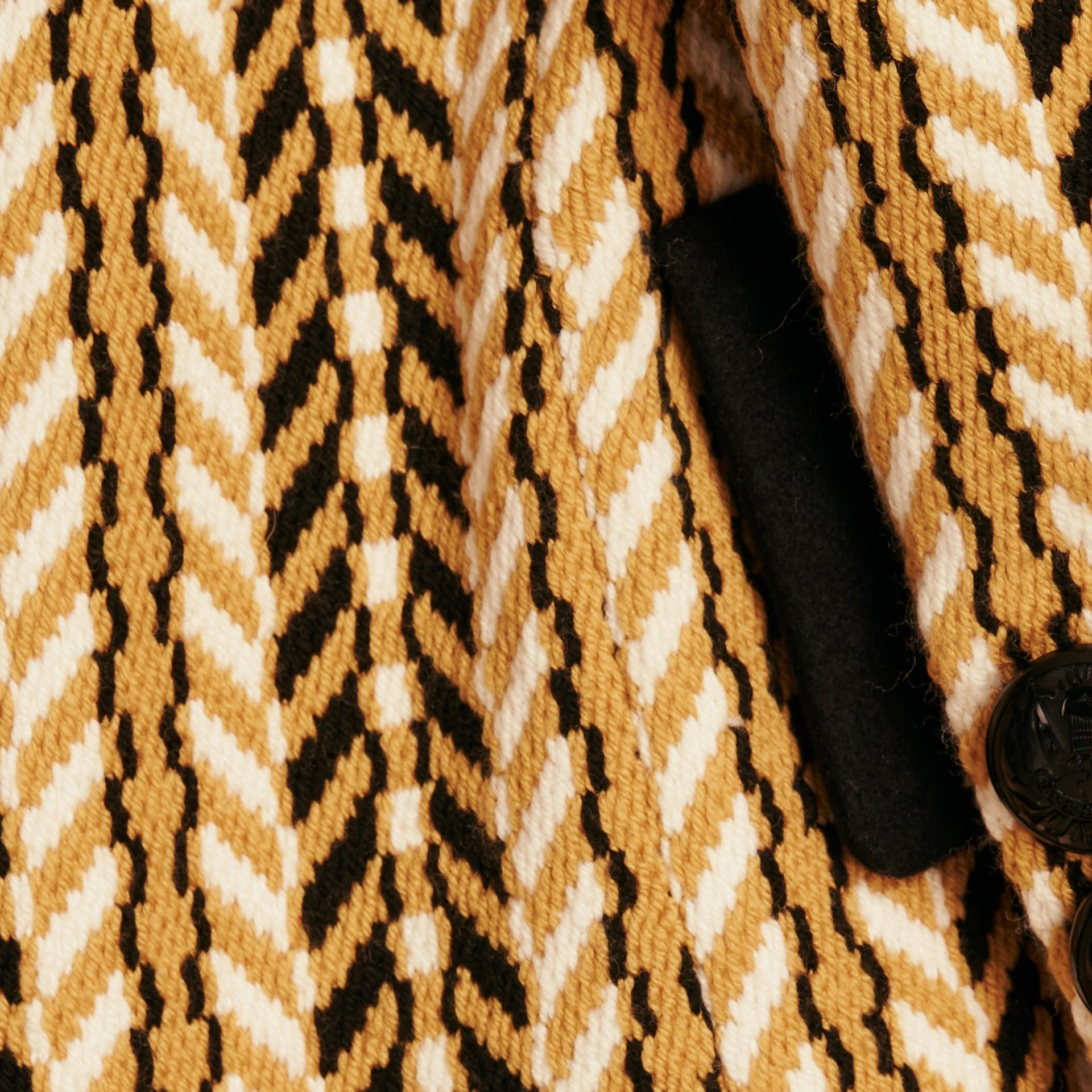Giallo ocra Il cappotto frangiato - immagine della galleria 2