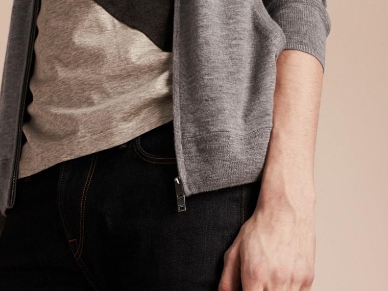 Camaïeu de gris moyens Haut à capuche en cachemire - cell image 4
