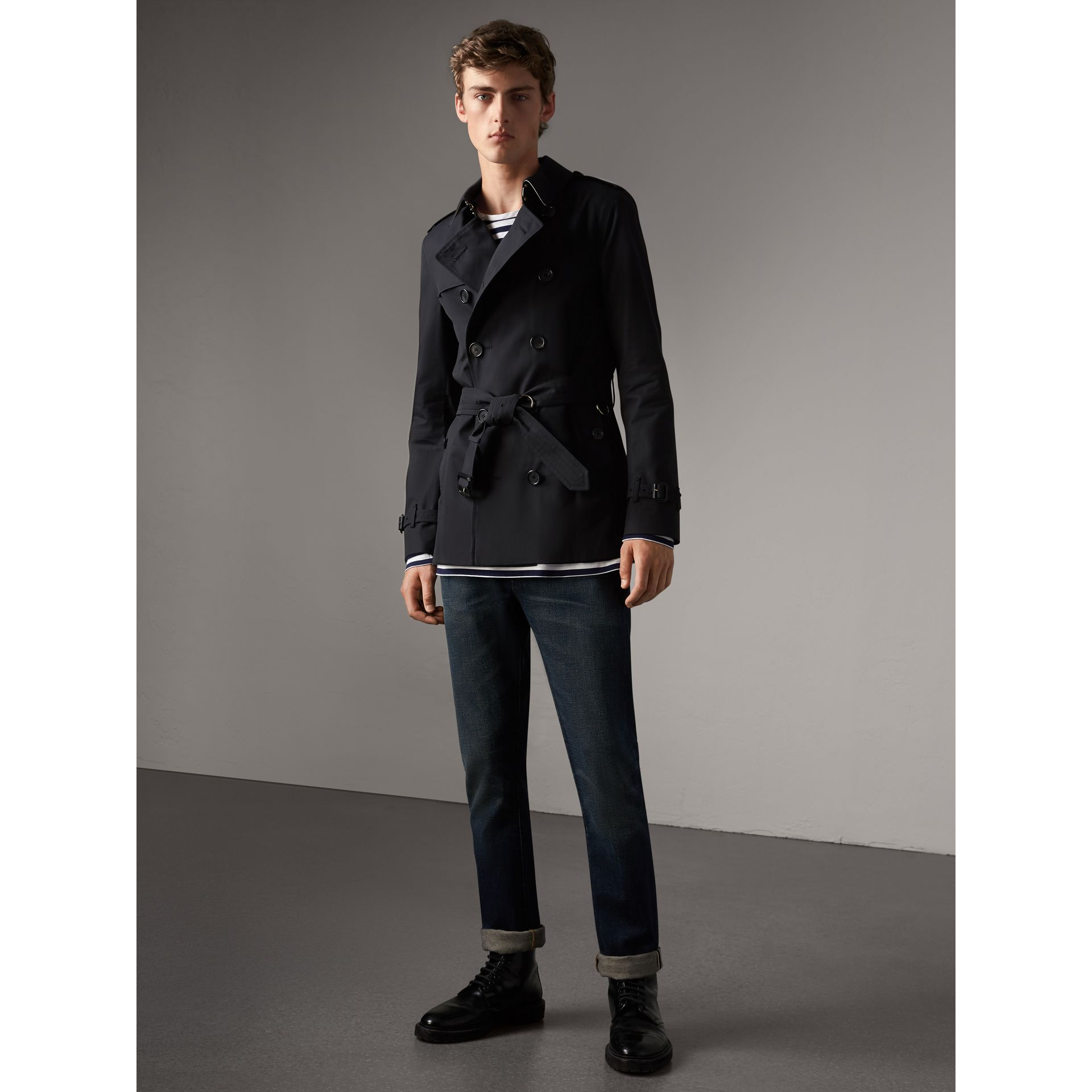 The Sandringham – Short Trench Coat in Navy - Men | Burberry United Kingdom - gallery image 7