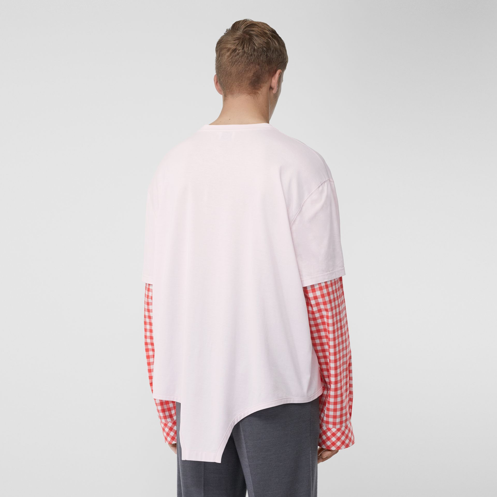 Gingham Sleeve Cut-out Hem Cotton Oversized T-shirt in Pale Pink | Burberry - gallery image 2