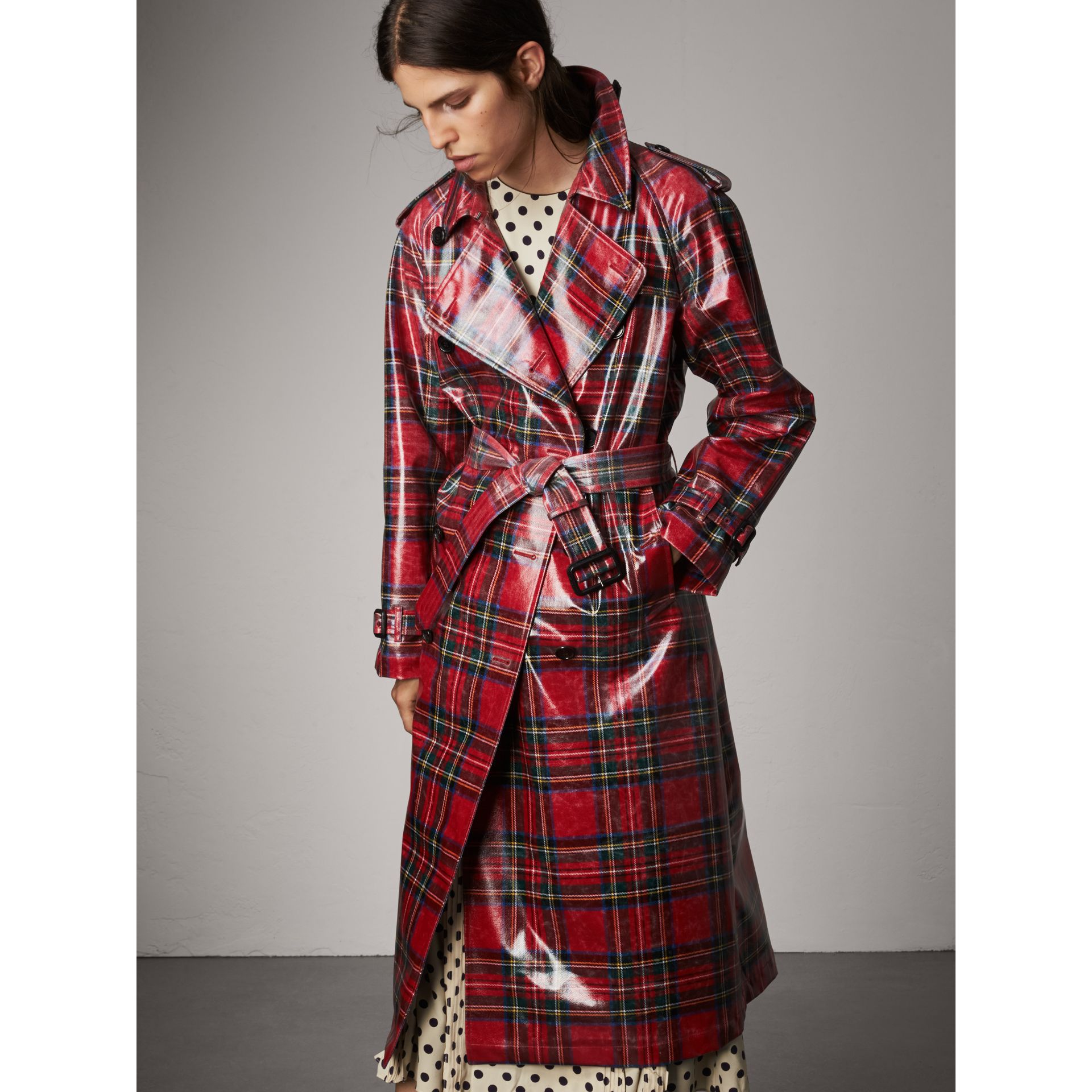 laminated tartan wool trench coat in bright red women. Black Bedroom Furniture Sets. Home Design Ideas