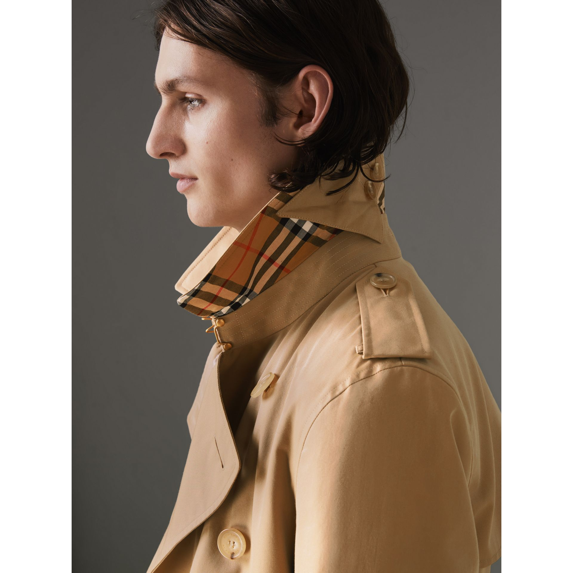 The Kensington Heritage Trench Coat in Honey - Men | Burberry United Kingdom - gallery image 4