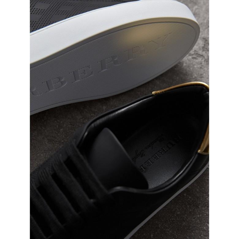 Burberry - Sneakers en cuir à motif check perforé - 2