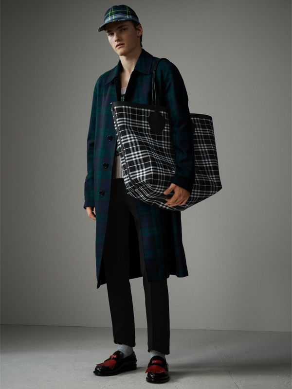 The Giant Reversible Tote in Tartan Cotton in Vibrant Red/black | Burberry - cell image 3