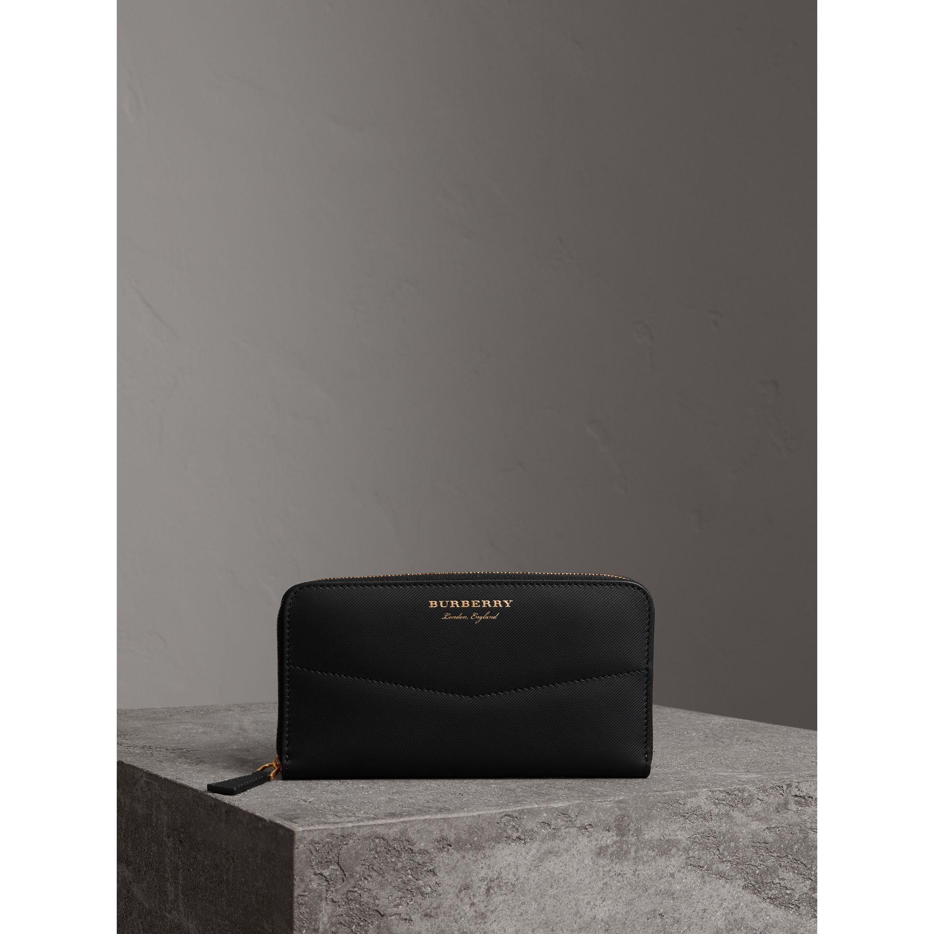Trench Leather Ziparound Wallet in Black - Women | Burberry - gallery image 4