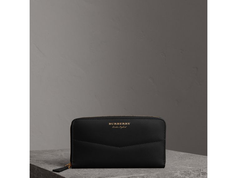 Trench Leather Ziparound Wallet in Black - Women | Burberry Australia - cell image 4