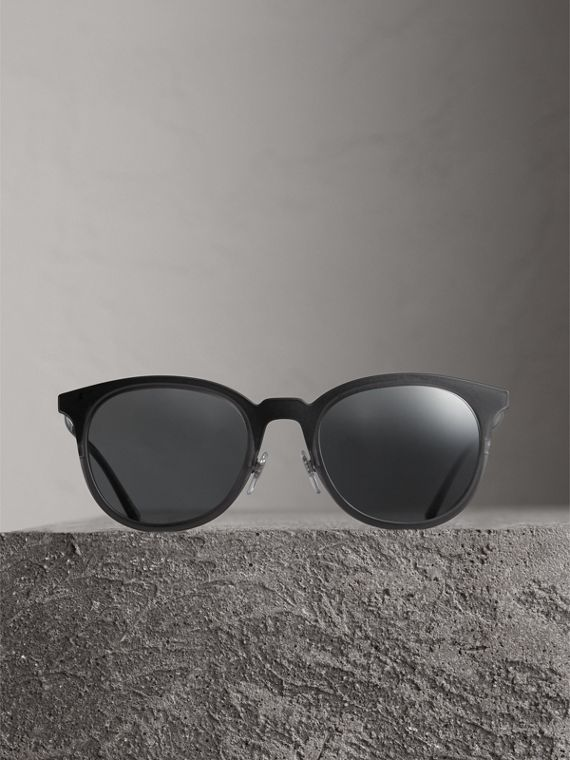 Round Frame Sunglasses in Black - Men | Burberry Singapore - cell image 3