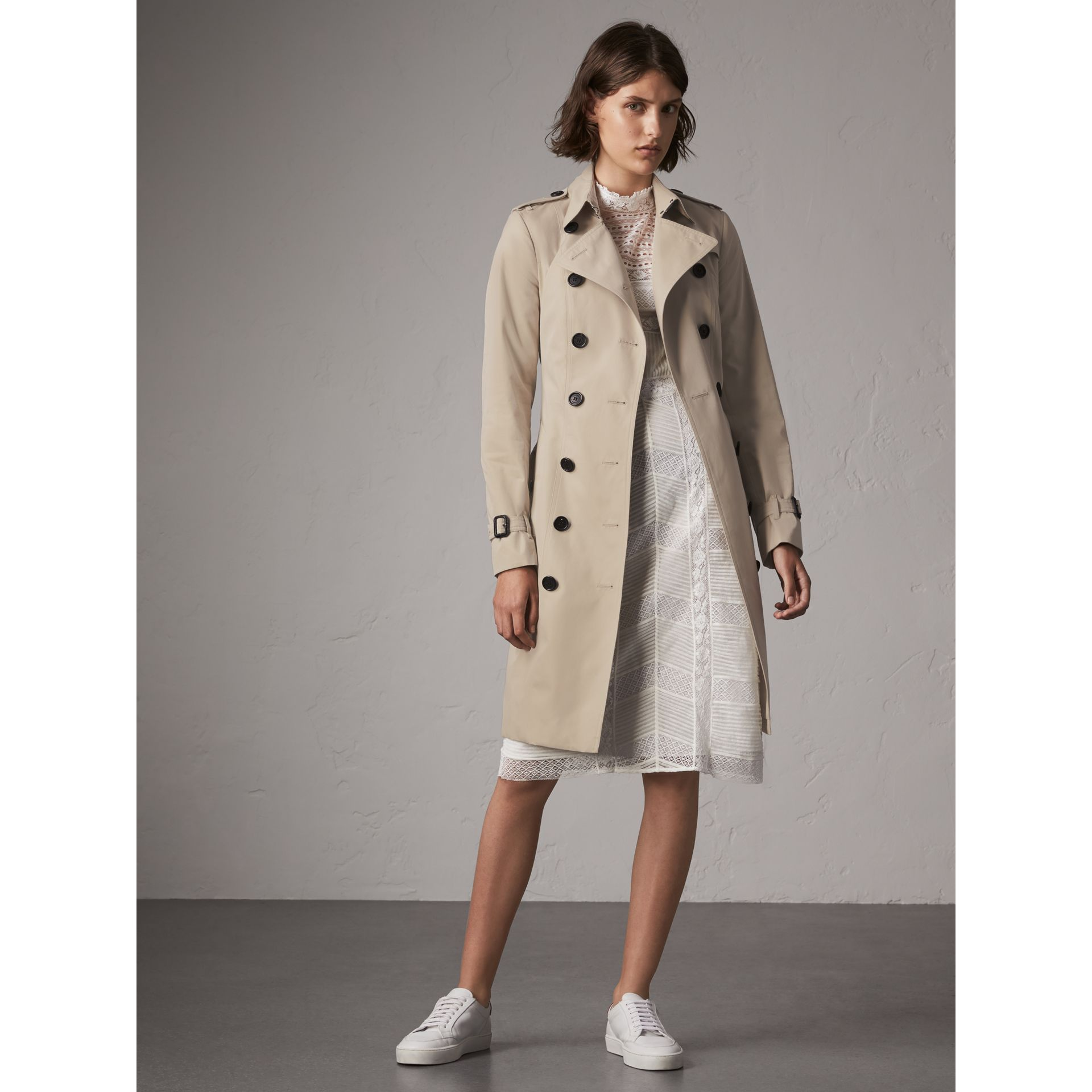 The Sandringham – Long Trench Coat in Stone - Women | Burberry United Kingdom - gallery image 1