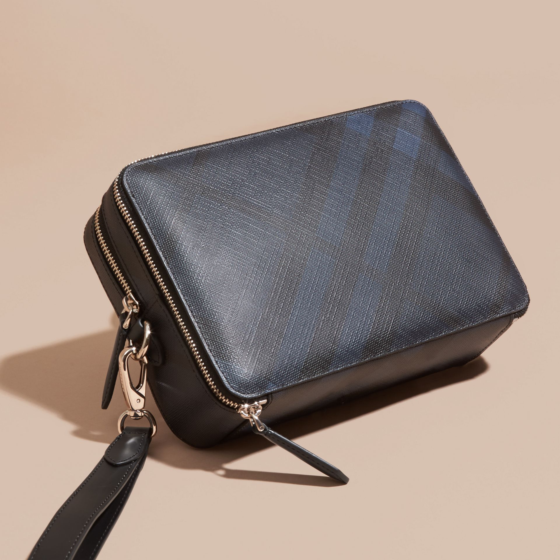 Leather-trimmed London Check Pouch Navy/black - gallery image 5