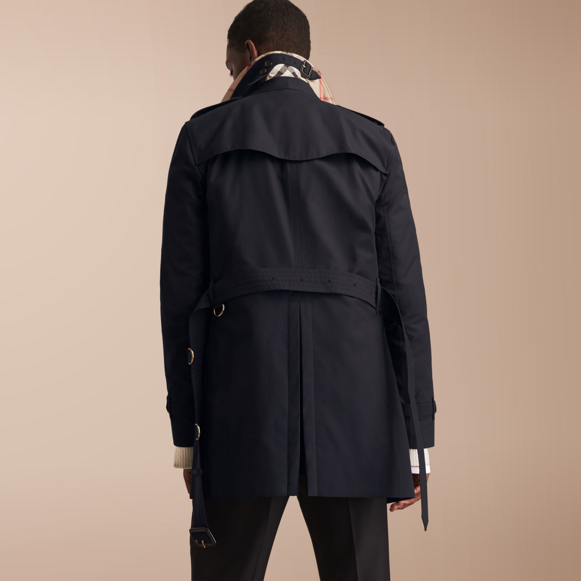 The Kensington – Mid-length Heritage Trench Coat in Navy - Men | Burberry Singapore - gallery image 3