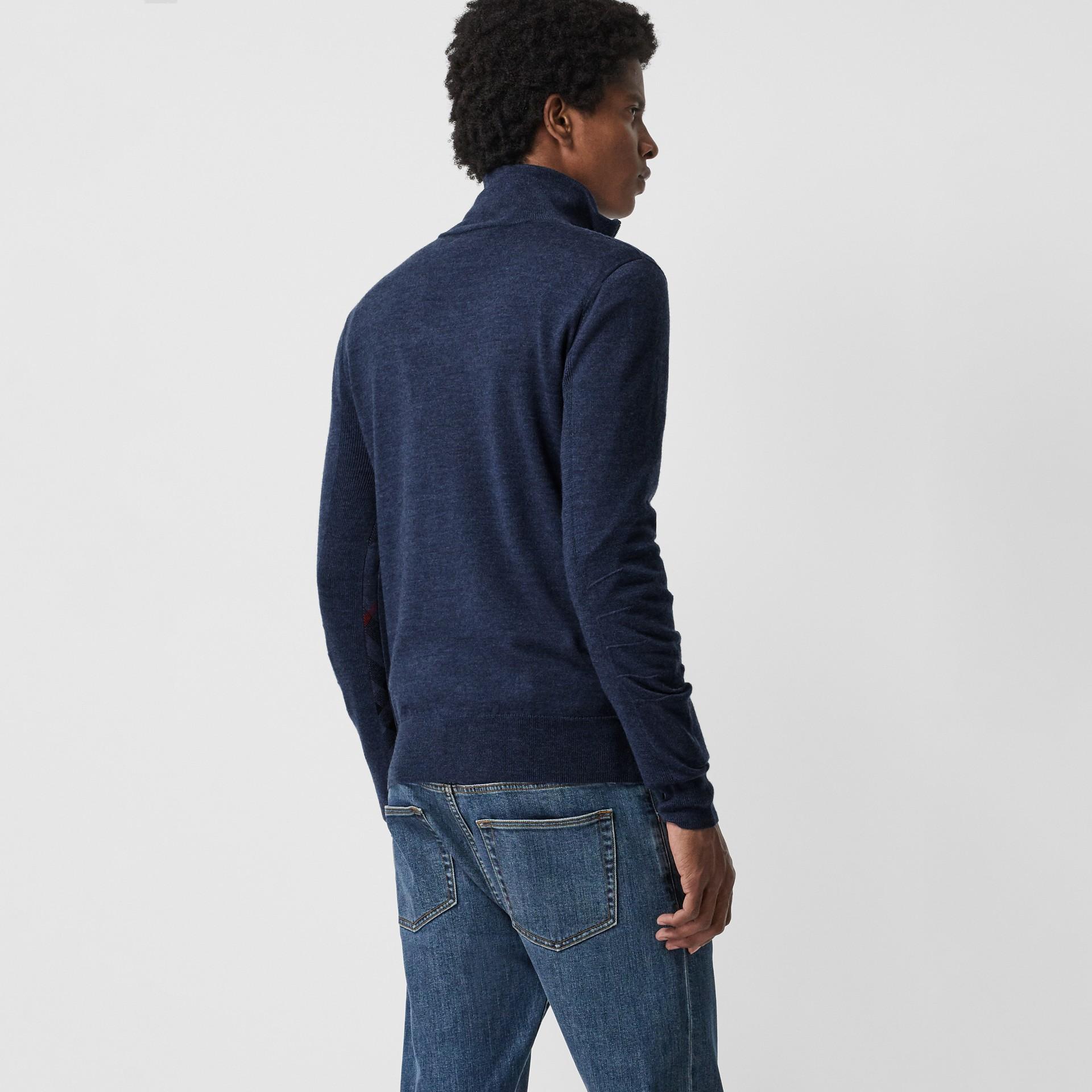 メリノウール ハーフジップ セーター (ストームブルー) - メンズ | バーバリー - ギャラリーイメージ 2