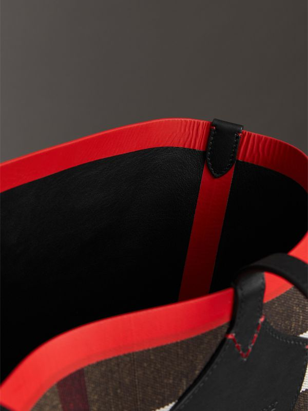 The Giant Reversible Tote in Canvas Check and Leather in Military Red/classic | Burberry Australia - cell image 3